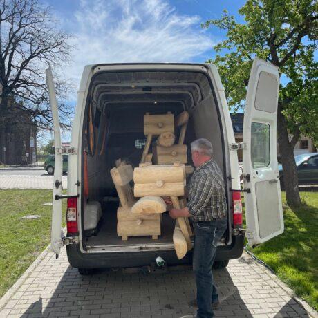 Die Holzmöbel sind gekommen!
